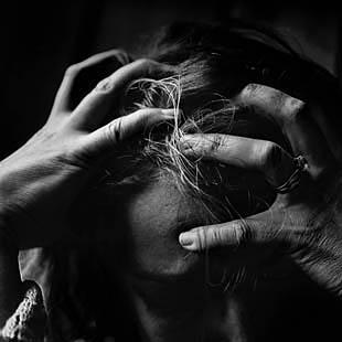 Handen in het haar - stress