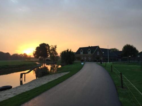 zonsopkomst in boven de Kromme Rijn in Werkhoven